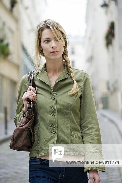 Frau in Bewegung  Porträt