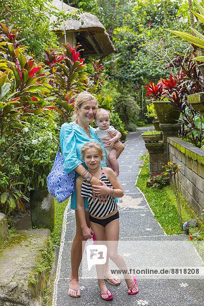 Tropisch  Tropen  subtropisch  Europäer  lächeln  Weg