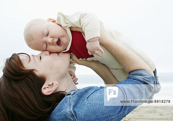 Strand  küssen  Mutter - Mensch  Baby Strand ,küssen ,Mutter - Mensch ,Baby