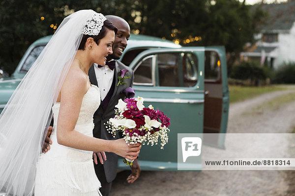 Außenaufnahme  Hochzeit  Auto  Retro