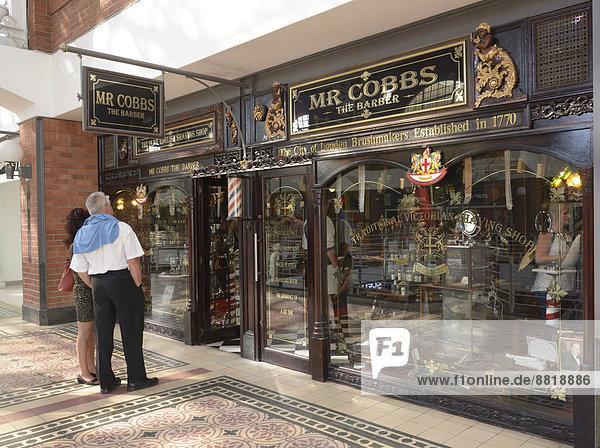 Historisches Friseurgeschäft in der Ladengalerie der Victoria and Alfred Waterfront  Kapstadt  Westkap  Südafrika