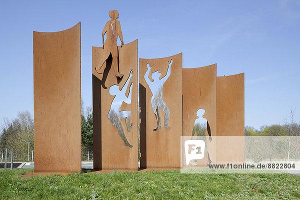 Skulptur  Denkmal zur Öffnung der Berliner Mauer  von Kerstin Becker  auf dem Berliner Mauerweg zwischen Lichtenrade und Mahlow  Berlin  Deutschland