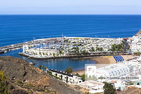Spanien  Kanarische Inseln  Gran Canaria  Mogan  Blick auf Port de Mogan