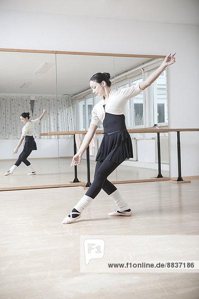 Balletttänzerin bei einer Probe