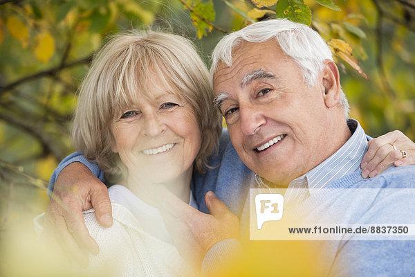 Porträt des glücklichen Senior und seiner Frau