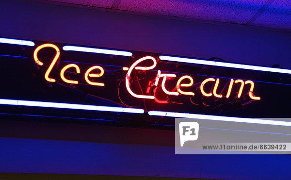 Vereinigte Staaten von Amerika  USA  beleuchtet  Neonlicht  Zeichen  Retro  Eis  Sahne  Signal