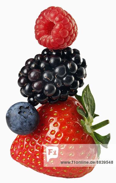 Stapel  4  Sommer  Frucht  weiß  Erdbeere  Beerenobst  Himbeere  Felssäule