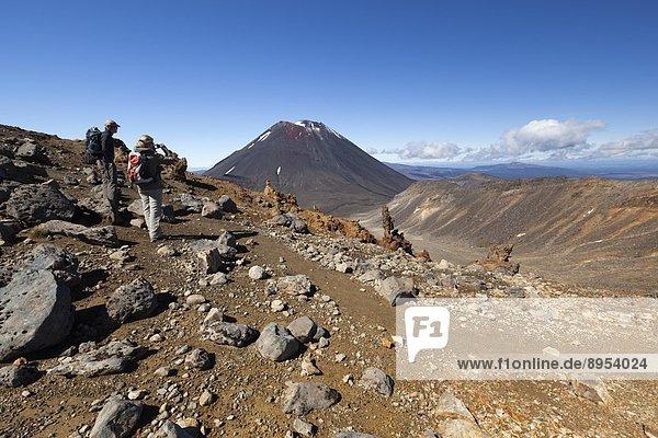 überqueren  Berg  Pazifischer Ozean  Pazifik  Stiller Ozean  Großer Ozean  Tongariro  UNESCO-Welterbe  neuseeländische Nordinsel  Tongariro Nationalpark  Neuseeland