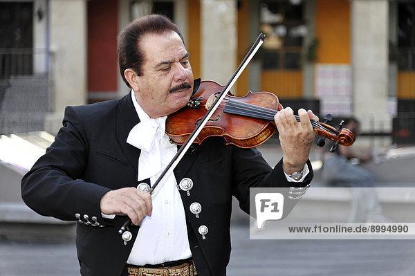 Mexikanische Musiker auf der Plaza Garibaldi  Mexiko-Stadt  Distrito Federal  Mexiko