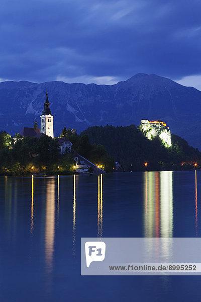 Burg und Bleder Insel mit Marienkirche  Bleder See  Bled  Slowenien