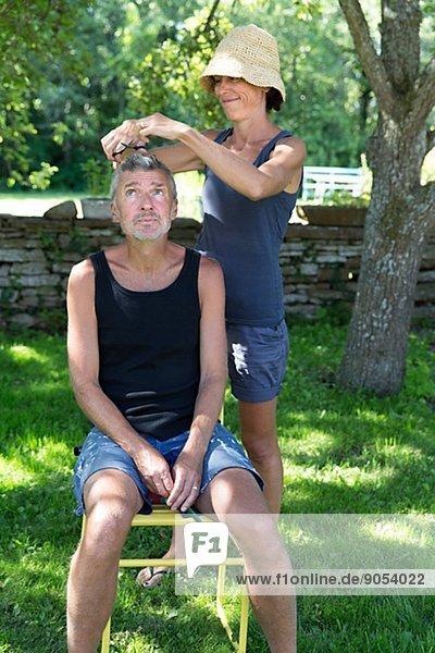 Frau  schneiden  Garten  Mann  Öland  Haar  Schweden