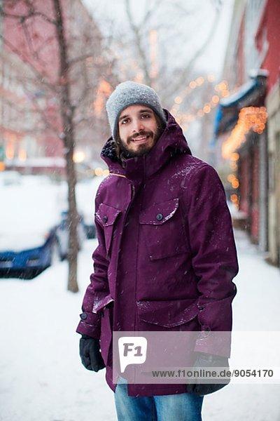 Vereinigte Staaten von Amerika  USA  Winter  Mann  New York City  Straße  jung  Manhattan