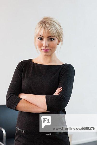 Geschäftsfrau  sehen  Blick in die Kamera  jung