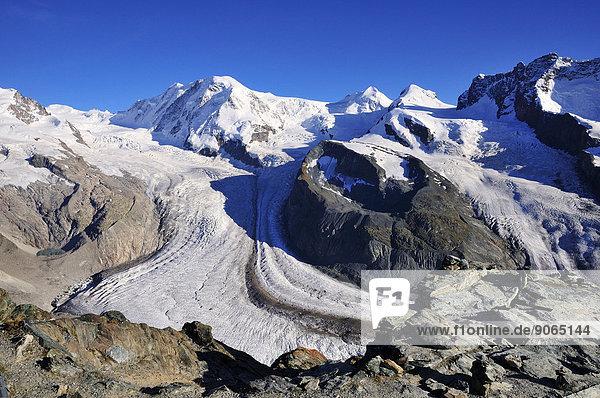 zwischen inmitten mitten Berg Gletscher Schweiz Zermatt Kanton Wallis