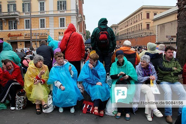 Rome  Italy. 27th Apr  2014. Pilgrims from all the world gather in the Vatican to celebrate the canonisation of Pope John Paul II and Pope John XXIII