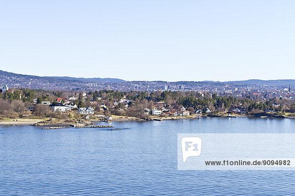 Skandinavien  Norwegen  Oslo  Küste und Stadtansicht
