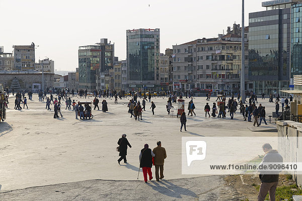 Türkei  Istanbul  Beyoglu  Taksim-Platz