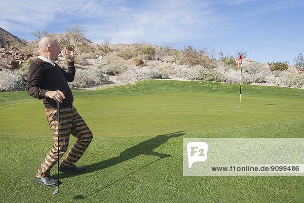 Senior  Senioren  sehen  Golfspieler  wegsehen  Reise  Länge  Golfsport  Golf  Kurs  voll