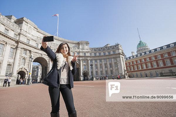 Portrait  Frau  Fröhlichkeit  nehmen  Großbritannien  London  Hauptstadt  Brücke  Einsamkeit  England