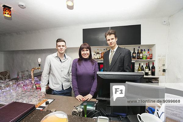 Portrait  Manager  Barkeeper  Hoffnung  Tresen