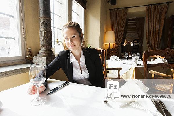 Portrait  Schönheit  Glas  Wein  Restaurant  Kunde  Tisch