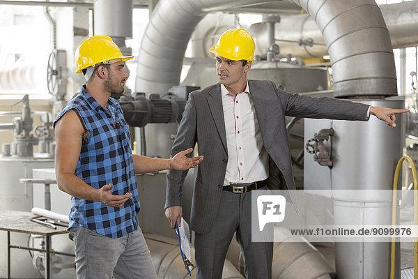 zeigen  Manager  ernst  Industrie  arbeiten