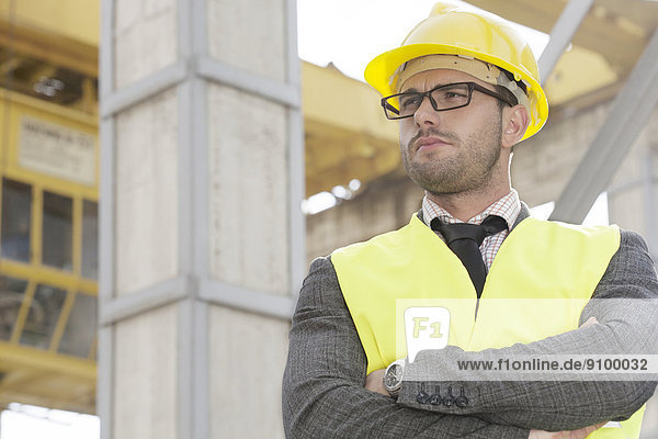 stehend  bauen  überqueren  Architekt  jung