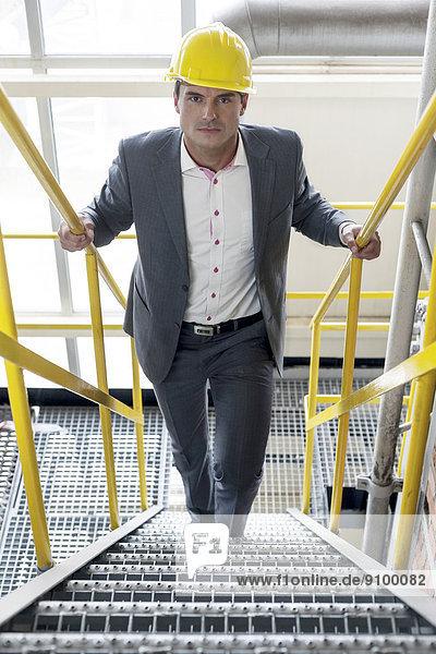Stufe  hoch  oben  Portrait  gehen  Industrie  Architekt  jung  Hoffnung
