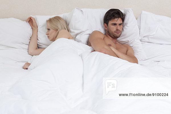 liegend  liegen  liegt  liegendes  liegender  liegende  daliegen  Zorn  Bett  jung