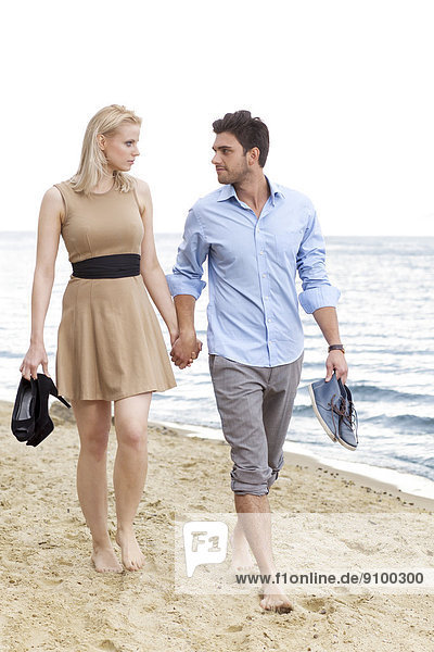 gehen  Strand  halten  jung  Länge  voll  Romantik