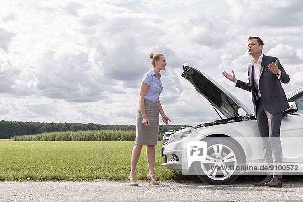 Ländliches Motiv  ländliche Motive  Auto  Länge  zerbrochen  Business  voll