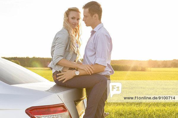 Ländliches Motiv  ländliche Motive  Auto  Ansicht  jung  Seitenansicht  Romantik