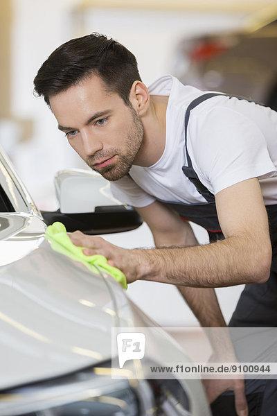Auto  Reinigung  Ingenieur  reparieren  jung  Laden  Wartung  warten