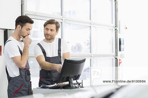 unterhalten  Auto  reparieren  Laden  Mechaniker
