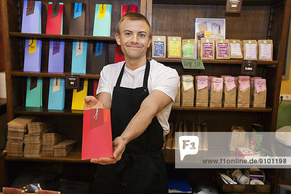 zeigen  Portrait  Laden  Produktion  Kaffee  Verkäufer