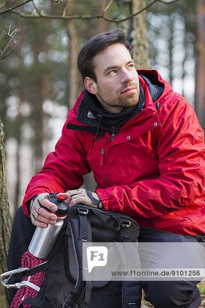 Rucksack  Wald  wandern  jung