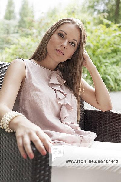 Portrait  Frau  Schönheit  Entspannung  Stuhl  jung