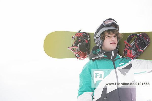durchsichtig  transparent  transparente  transparentes  Mann  Snowboard  tragen  Himmel  jung