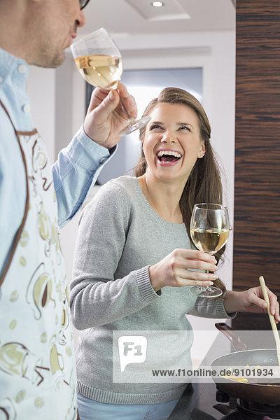 kochen  Fröhlichkeit  Wein  Küche