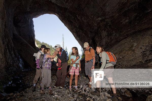 nahe  Berg  folgen  Forschung  See  Höhle  2  jung  Fernie  British Columbia  Kanada