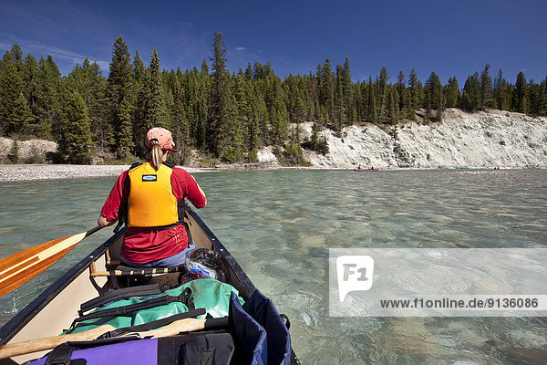 Frau  Reise  Fluss  Kanu  Kootenay Nationalpark  Kanada