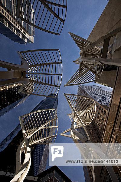 zwischen  inmitten  mitten  Skulptur  Baum  Gebäude  Wind  Design  verringern  Alberta  Allee  Kanada  Stahl