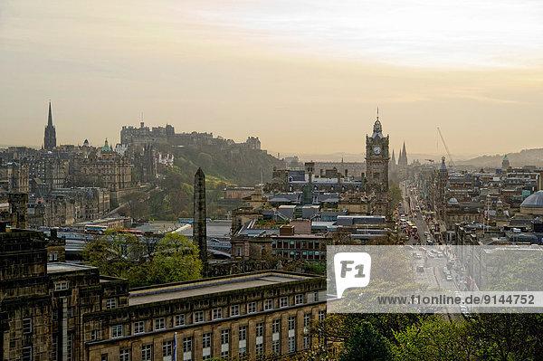 Edinburgh  Hauptstadt  Palast  Schloß  Schlösser  Hügel  Straße  Prinzessin  Ansicht  Schottland