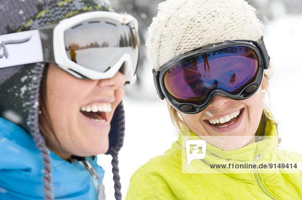 Frau Berg Reise Ski 2 jung Monashee Mountains lachen