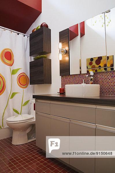 Lifestyle Wohnhaus Badezimmer klein innerhalb Nachbarschaft Trennung Kanada Quebec