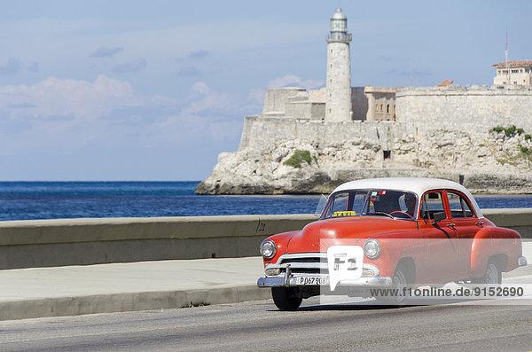 Havanna  Hauptstadt  Auto  Eingang  Festung  Retro  amerikanisch  Wachmann  Sehenswürdigkeit  Bucht  Kuba  Malecon