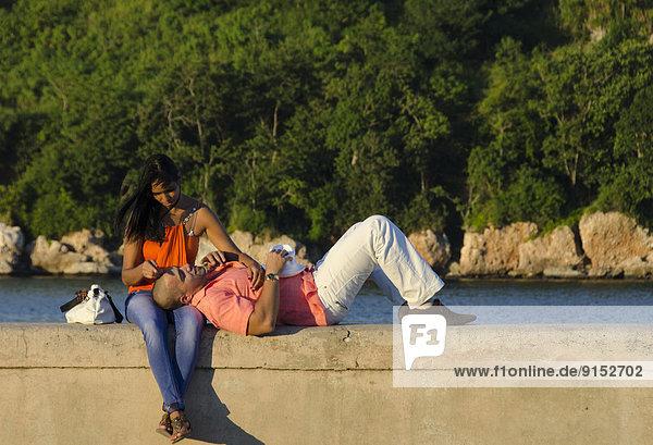 Fischereihafen  Fischerhafen  Havanna  Hauptstadt  jung  Uferdamm  Kuba