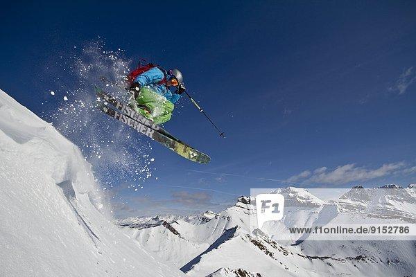 Skifahrer  fangen  See  Urlaub  Ski  Himmel  jung  Alberta  Kanada