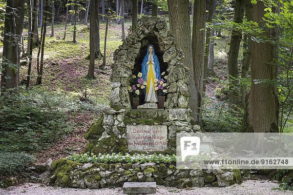 Marienstatue  Gedenkstätte  Erster Weltkrieg  im Wald  Scheßlitz  Oberfranken  Franken  Bayern  Deutschland