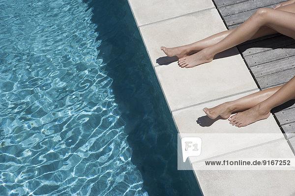 Europäer Frau sonnenbaden sonnen Schwimmbad